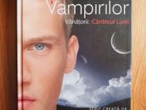 Jurnalele vampirilor. vanatorii: cantecul lunii l. j. smith