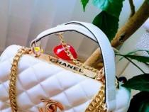 Genti Chanel cu mâner, logo metalic auriu, saculet inclus