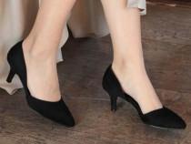 Pantofi negri din piele întoarsă cu toc mic 5 cm Bershka