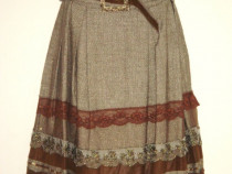 Fusta BSB, amestec de lana, accesorizata cu dantela, paiete