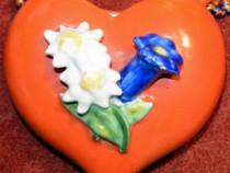 Vas flori în formă de inimă, miniatură veche din porţelan