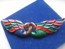 Insigna veche Lebede in bronz emailat stare f. buna.
