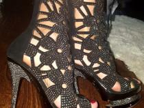 Sandale tip ghetuță cu pietricele argintii