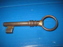 Cheie veche metal cu alama, 8cm lungime, maner 3.5cm