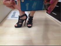 Pantofi / sandale negre, cu tinte, marimea 38 .