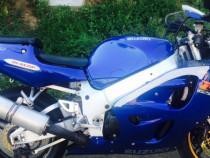 Moto Suzuki GSX-R 750