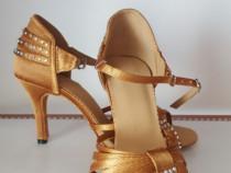 Pantofi dans salsa