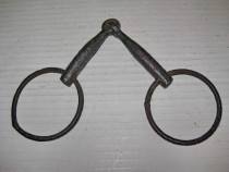 Zabale vechi metal Cai. Lungime 14 cm, diam. 6 cm.