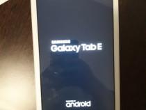 Tableta Galaxy TabE si tastatura wireless