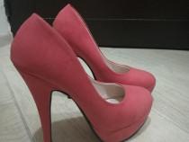 Pantofi piersicuta