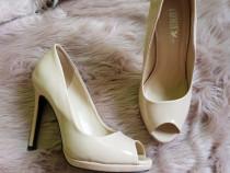 Pantofi măr. 37