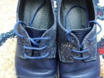 Pantofi albastri din piele si lac