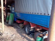 Camion apicol si remorca