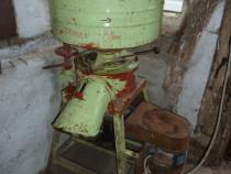 Moara electrica de capacitate mare pentru cereale si coceni