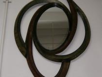 Oglinda cu rama din metal, antichizata