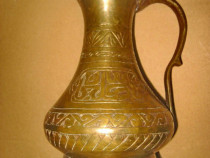 A445-Stacana orient bronz masiv veche manual executata 1900.