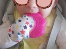 Manusa cu silicon pentru dintisorii bebelusilor