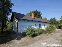 9 Mai, casa cu vedere la Lacul Casla, structura caramida, te