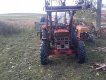 Tractor cu incarcator frontal si tractiune 4x4