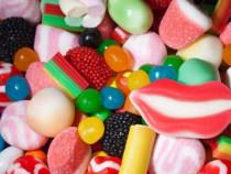 Muncitori pentru fabrica de bomboane gumate (jeleuri)