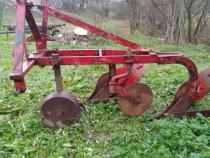 Plug tractor două brazde
