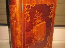 4502-Caseta intarsiata veche cu design deosebit.