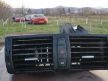 Grila centrala, buton avarii BMW seria 1
