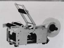 Masina etichetat semi automata