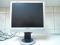 "Monitor Samsung 19"" SyncMaster 913TM cu pivot"