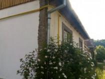 Casa cu Etaj ,4 camere , gradina ,curte ,garaj . Calnic