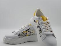 Adisas dama sneakers