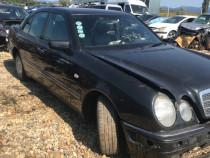 Dezmembrez Mercedes Benz E 200