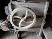 Masina de curatat stiuleti de porumb