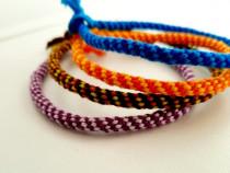 Brățări colorate