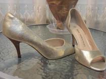 Pantof decupat ,din piele, aurii