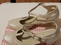 Pantofi perlati