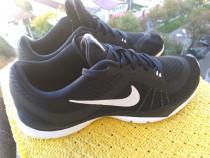 Adidasi,Nike mar 40 (25.5 cm) made in Indonesia.