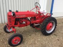 Tractor de colectie Farmall cub