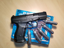 Pistol din metal airsoft Walther P99.