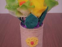 Martie vine cu ornamente-flori artificiale facute manual !
