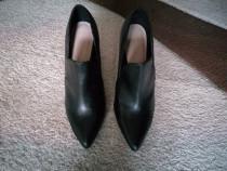 Pantofi piele sintetica, masura 37.