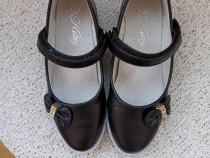 Pantofi fetițe.