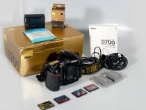 Aparat foto DSLR Full Frame Nikon D700