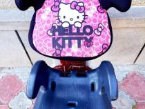 Înălțător, scaun auto Hello Kitty Disney între 12 si 36 kg.