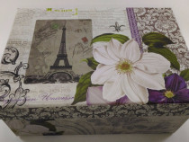 Cutie model Paris floare alba 9 cm