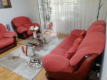 Set canapea și două fotolii bine întreținute