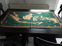 Fata de masa cu harta Indoneziei