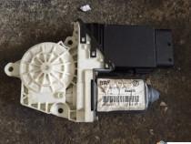 Motoras geam dreapta fata Golf 4 bora 1C0959801B fara calc.
