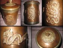 Cutie rotunda orientala din metal si arama cu dragoni.