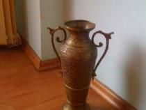 Vaza veche din bronz